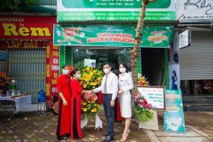 Chủ tịch Hội đồng Doanh nghiệp Nông nghiệp Việt Nam - ông Hà Văn Thắng trực tiếp đến khai trương 1 chi nhánh Nutri Mart tại tỉnh Hòa Bình.