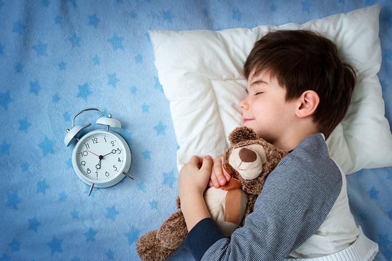trẻ 6-12 tuổi cần ngủ khoảng 10 tiếng